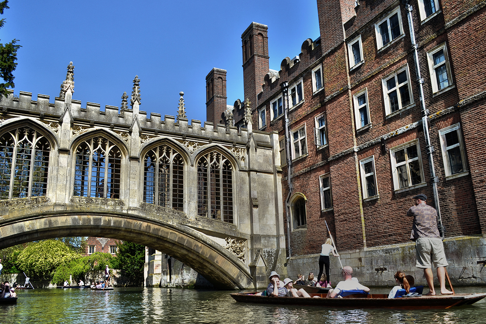 cambridge england river boat punt tourist bridge