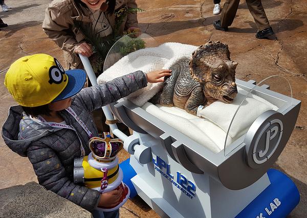 osaka japan universal-studios dinosaur mia