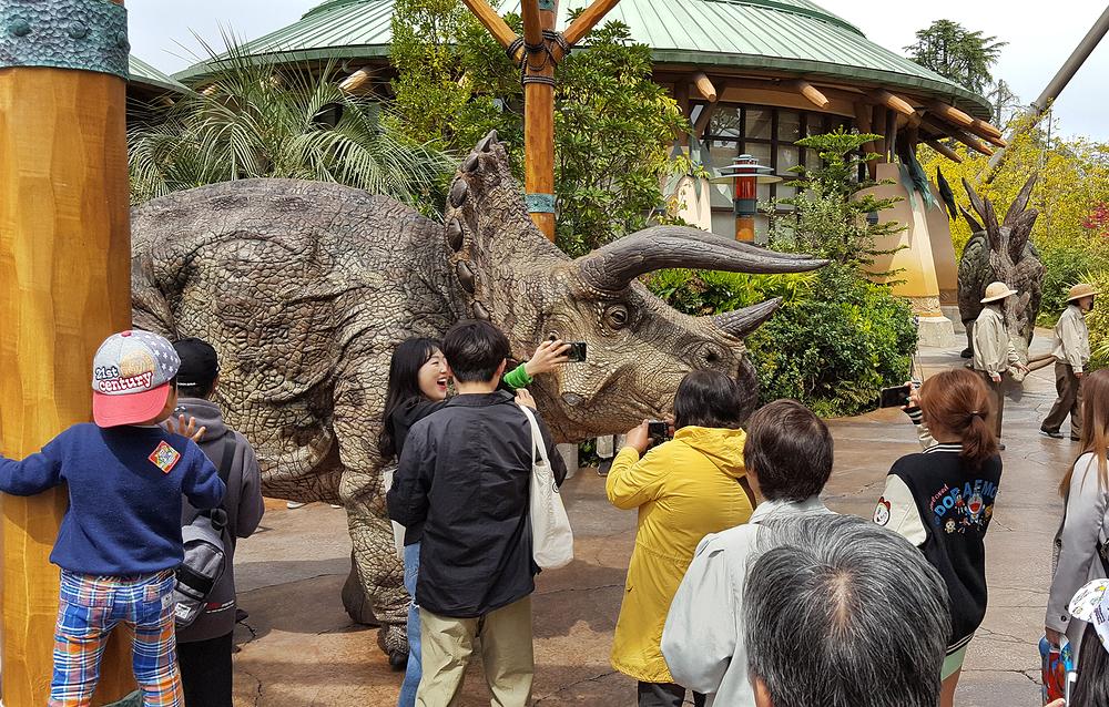 osaka japan universal-studios dinosaur