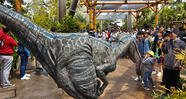 osaka japan universal-studios dinosaur mia mayumi
