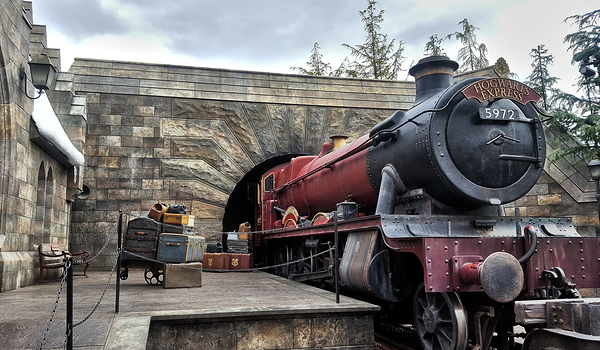 osaka japan universal-studios train hogsmeade