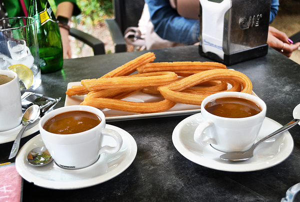 madrid spain park parque-de-el-retiro churros cafe