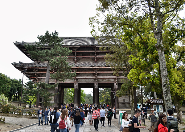 Nandaimon gate temple nara japan todaiji