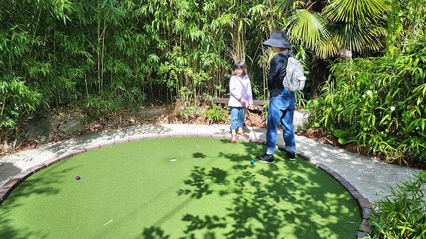 new-malden england mia mayumi mini-golf