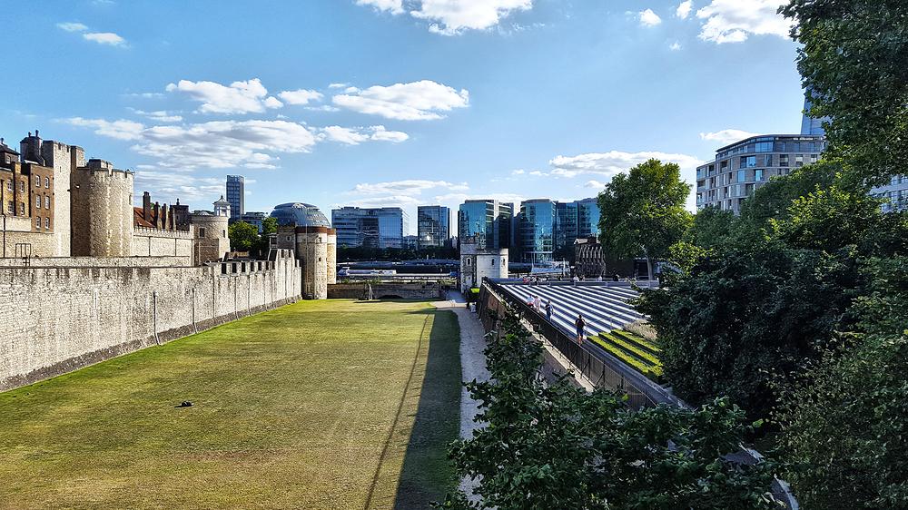 tower-of-london london england