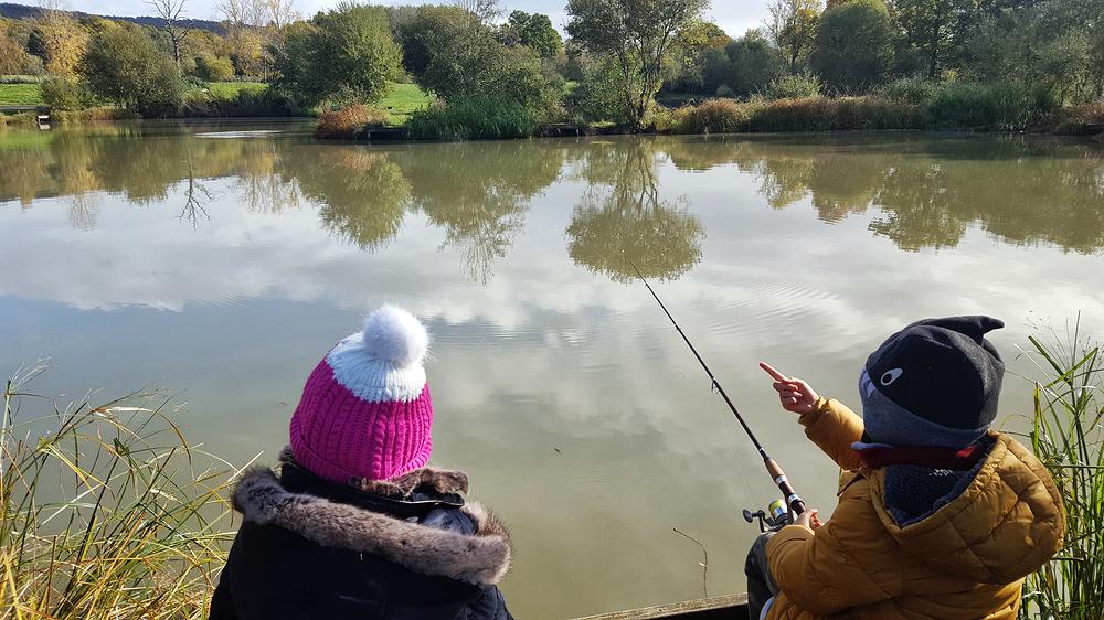 guildford england fishing lake mia