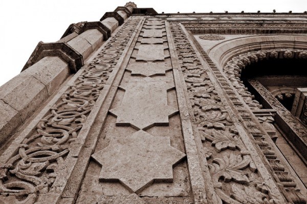 Intricated patterns on the wall
