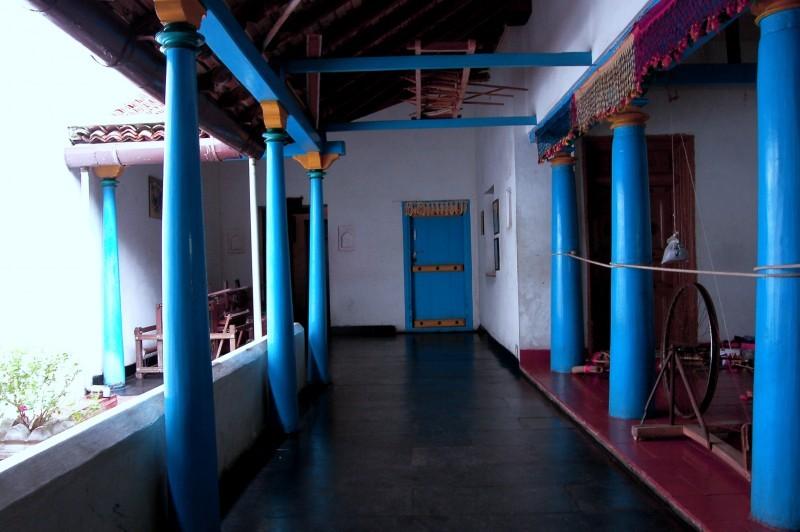 Corridor of a weaver