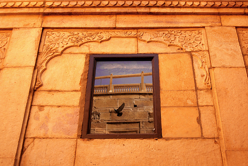 Live reflections at the Jaisalmer fort