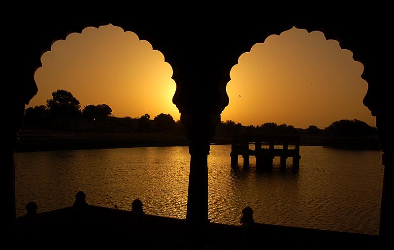 Enchanting hues at Gadisar lake!