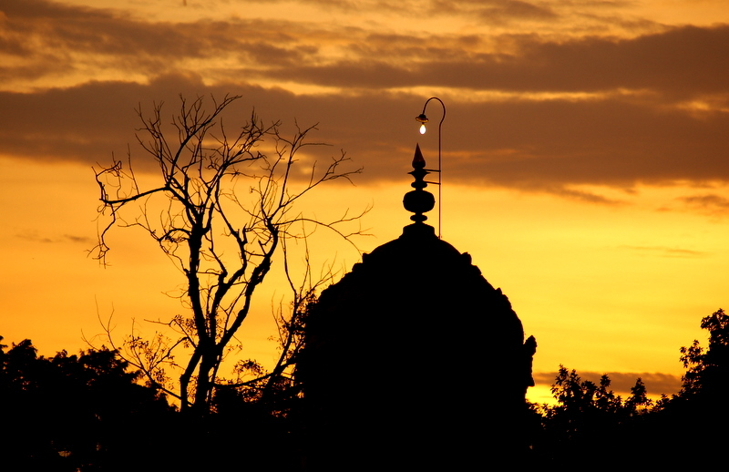 Evening tones across the Tanjore temple!