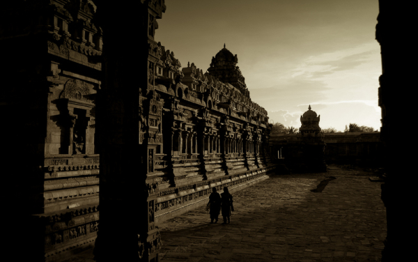 Walking around the Cholan monument!