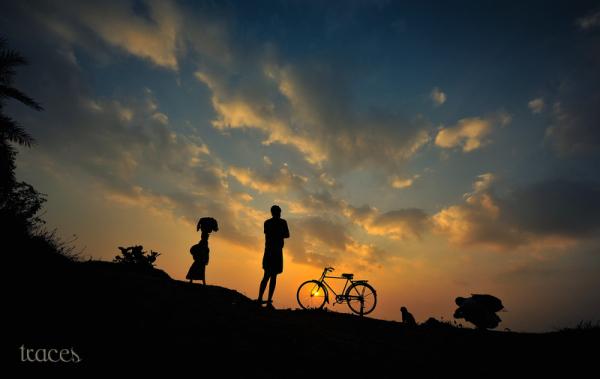 Silhouettes on the banks of Kolavai