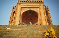 Climbing up the Buland Darwaza