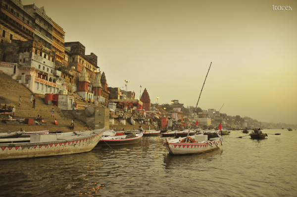 Rowing past the Munshi Ghats