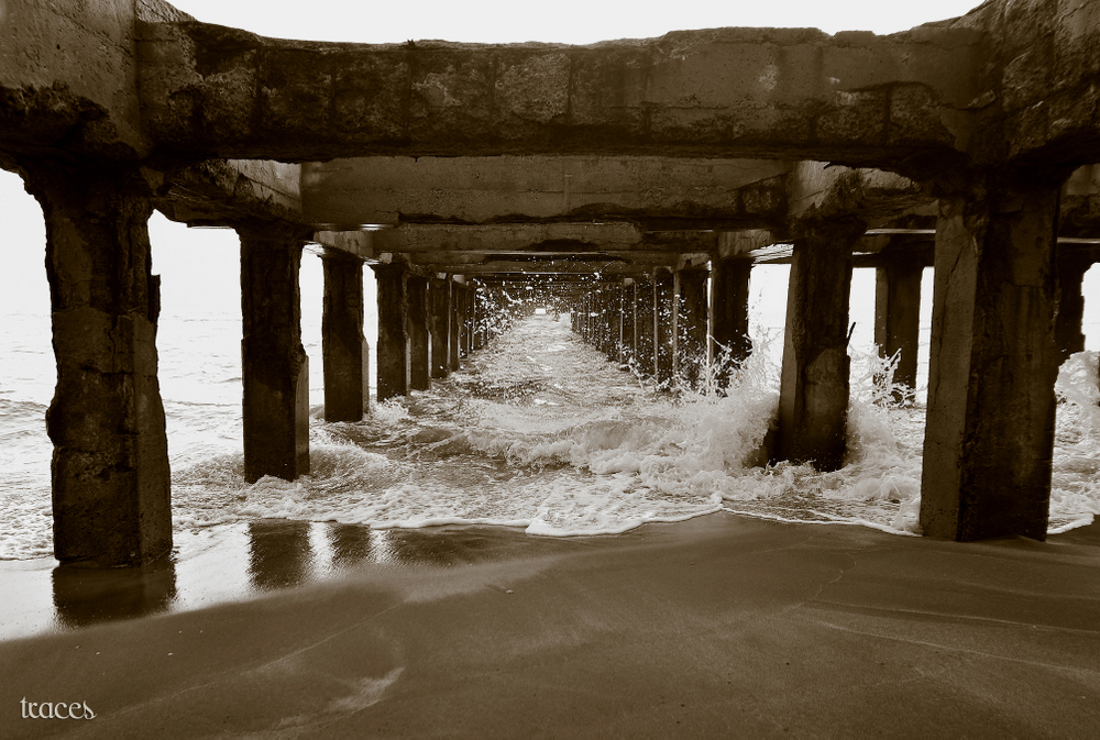 Wild waves under the pier!