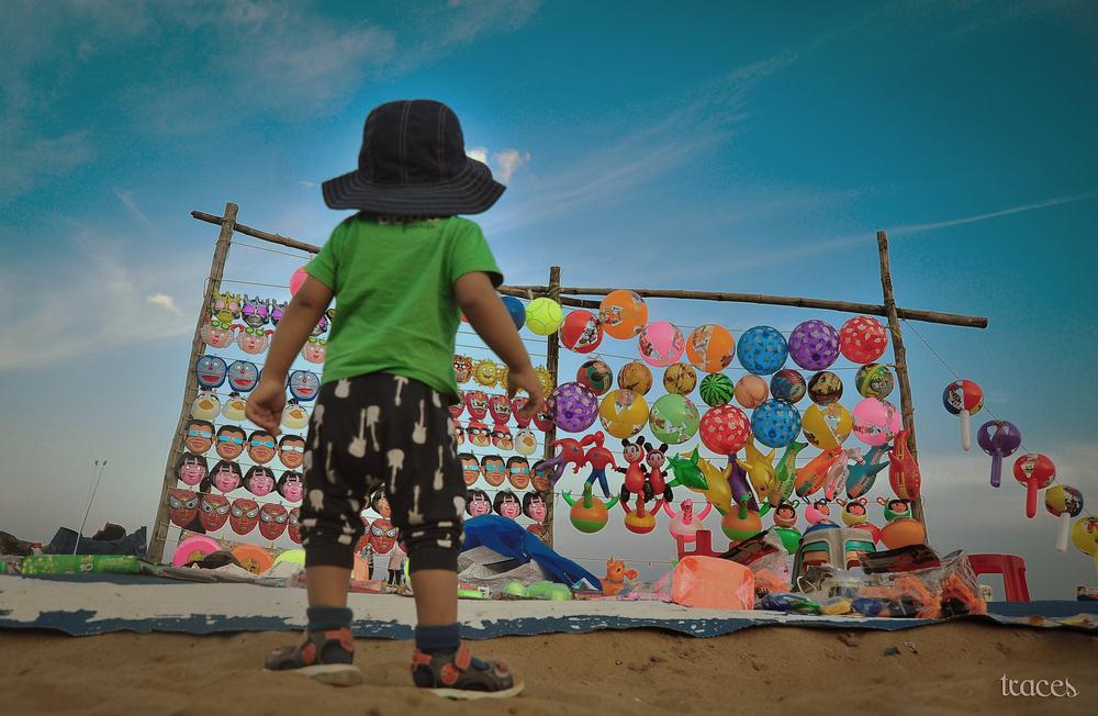 Yay!! Balloons on the beach...!