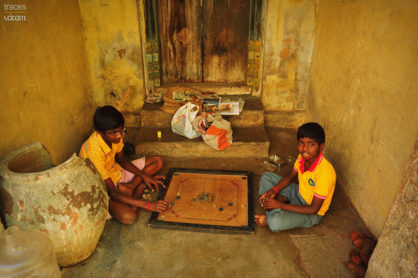 Carrom at the gullies!