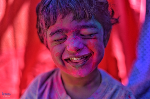 Little colorful giggles.. its holi time!