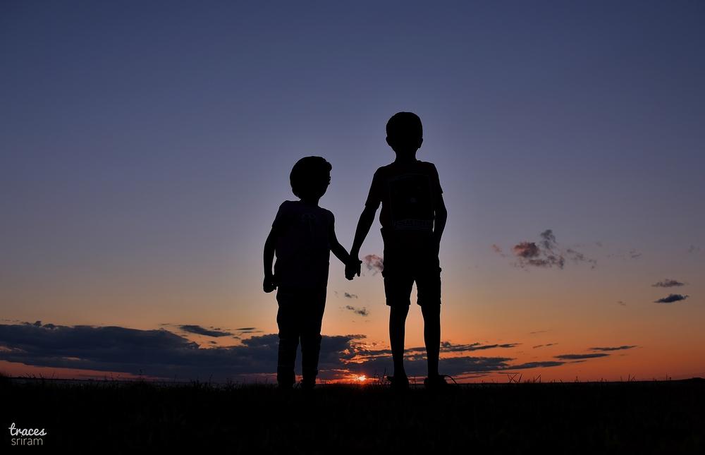 Cousins | Hand in hand