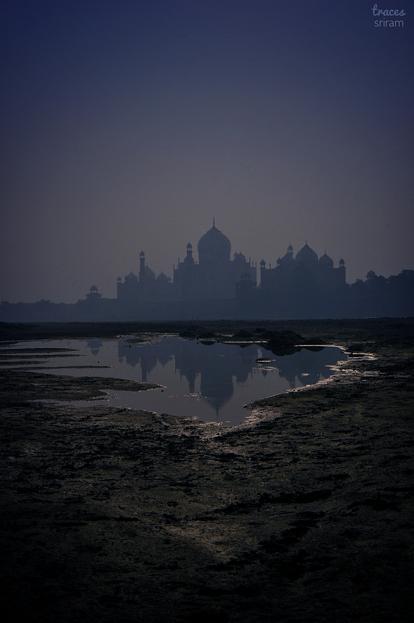 Moody morning at Agra