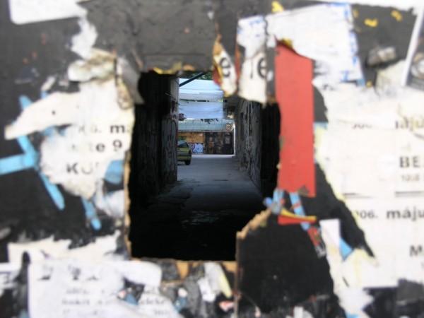Hole world