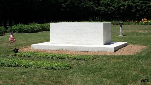 fdr tomb