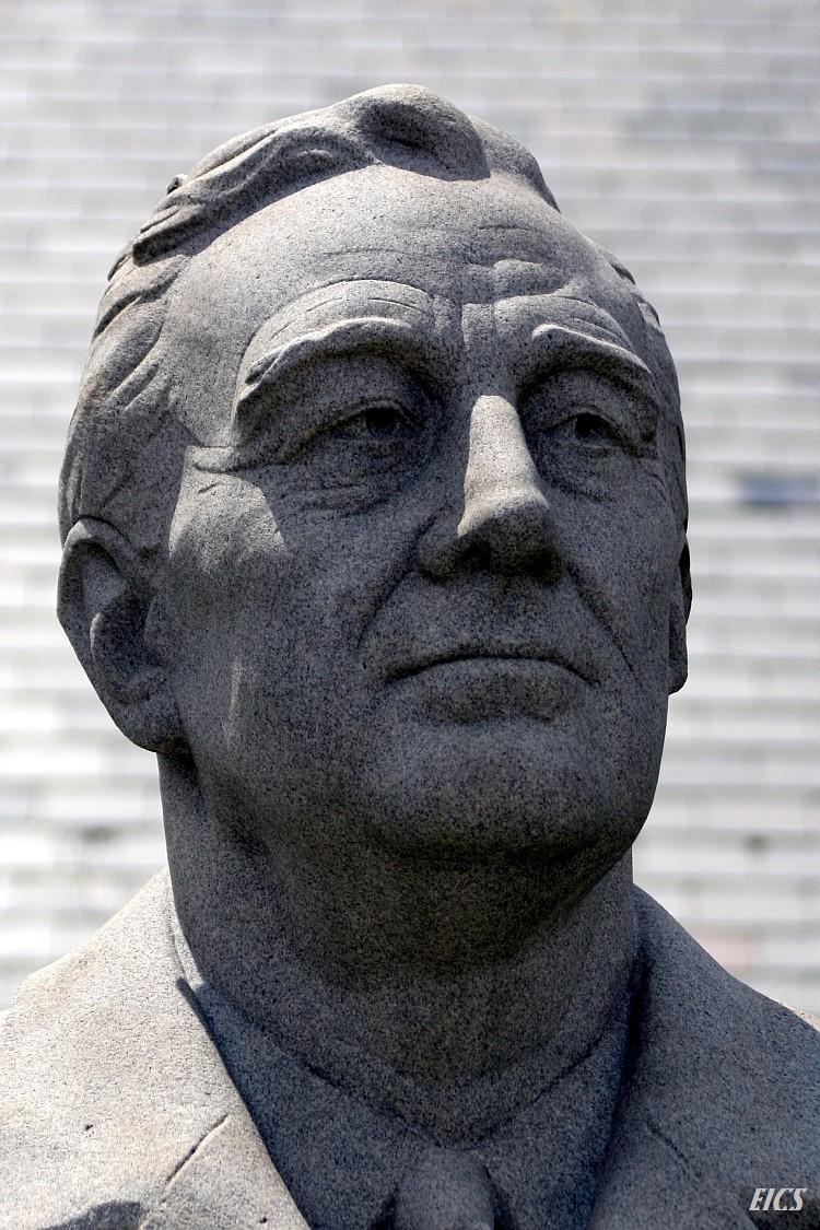 FDR stone statue