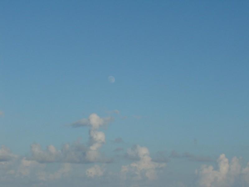 luna sobre cancún