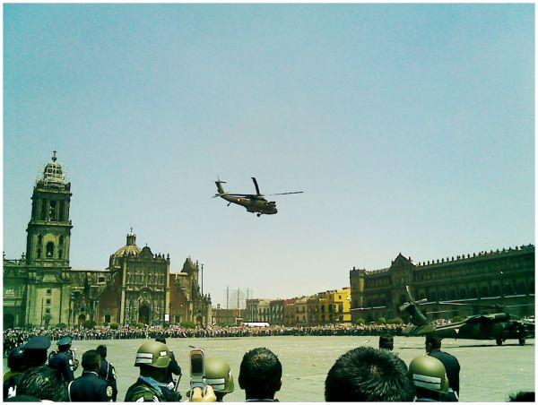despegue de helicopteros en el zocalo capitalino