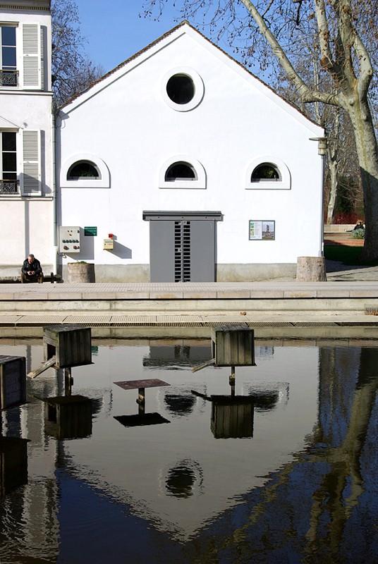 Reflet de la maison du Parc de Bercy