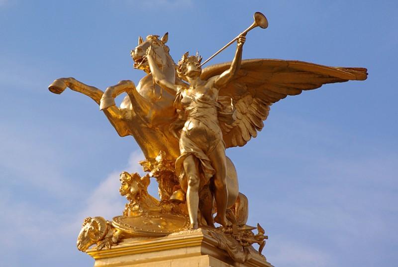 La Renommée au combat du Pont Alexandre III