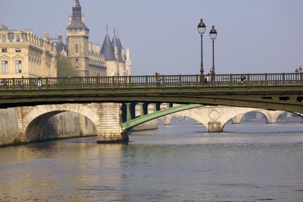 Perspective de ponts à Paris.