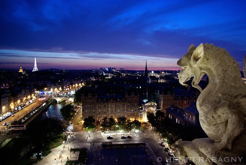 Vue nocturne depuis Notre Dame de Paris