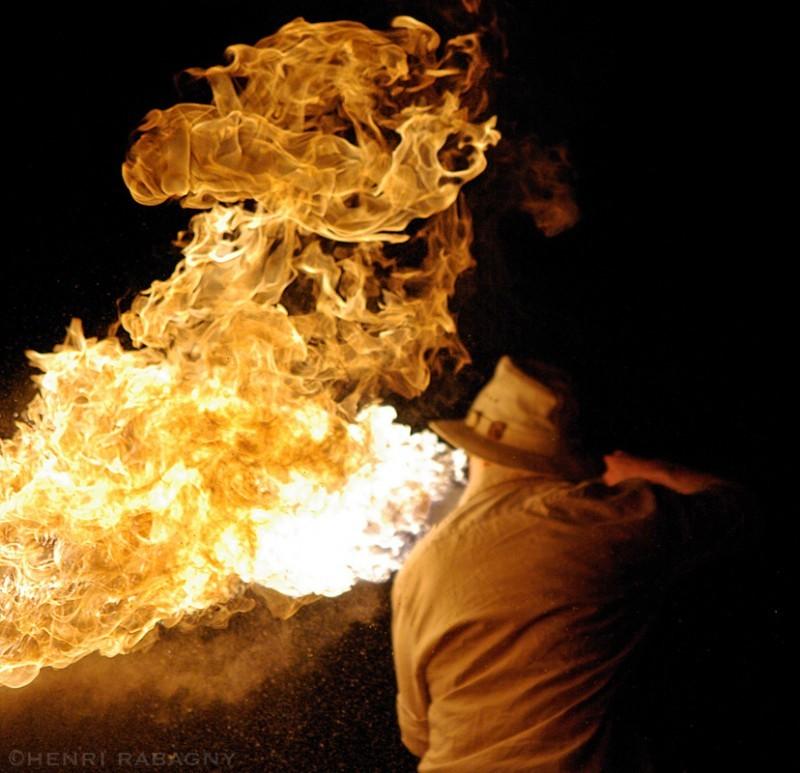 Cracheur de feu aux Olympiades de Feu à Ablis