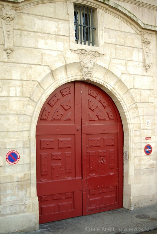 Porte typique sur l'île Saint-Louis à Paris