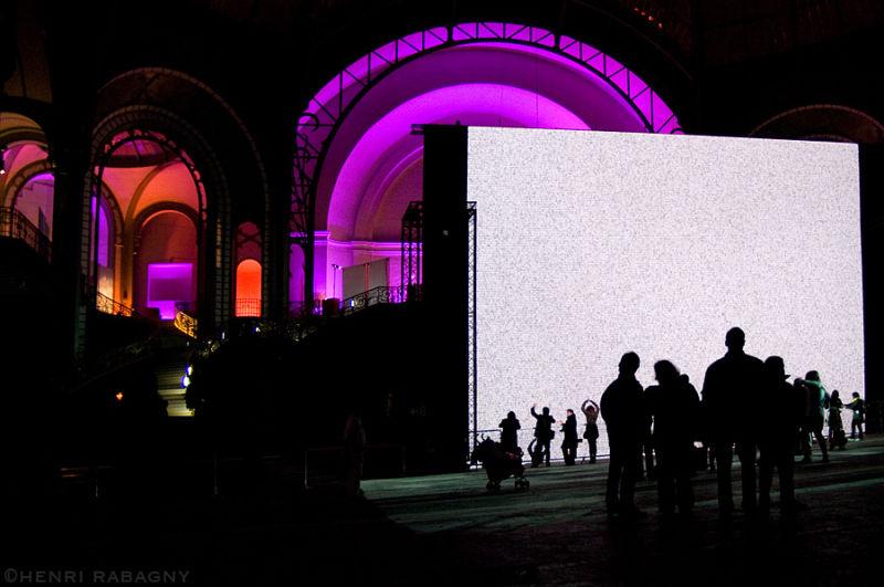 Dans la nuit, des images au Grand Palais
