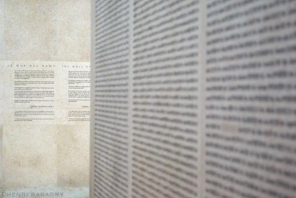 Mémorial de la Shoah - Le mur des noms