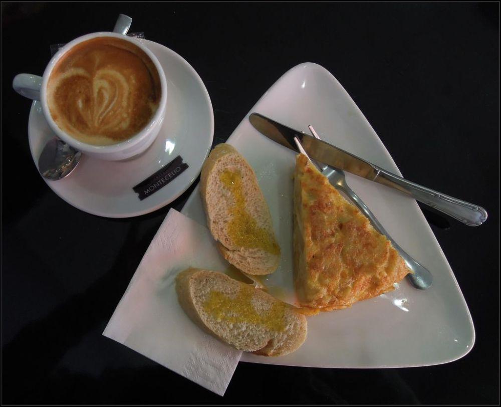 Cafe con Leche y Tapas de La Tortilla de Patatas