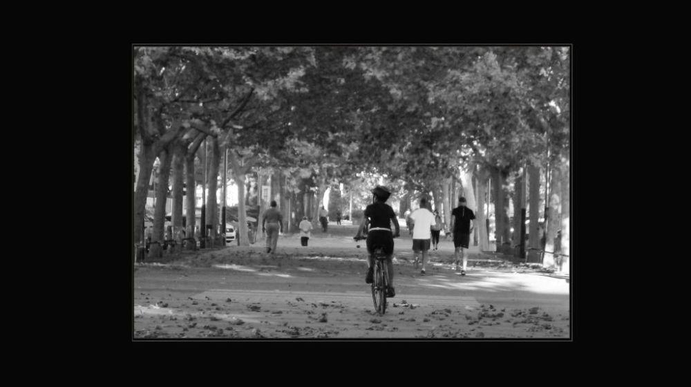Early Autumn Promenade in Oliva