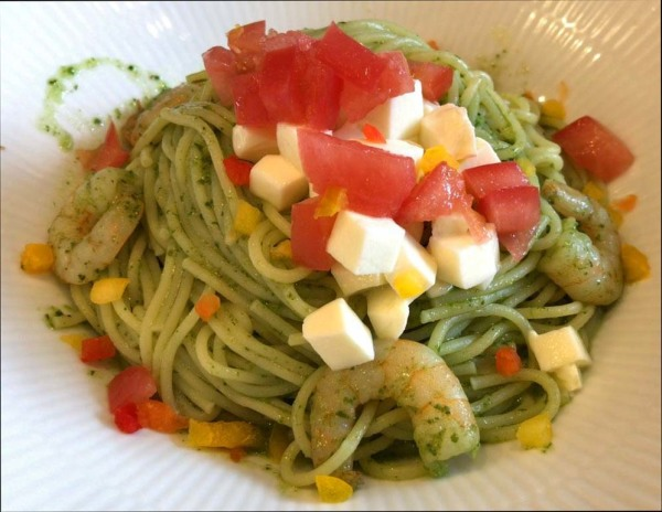 Spaghetti Genovese with Prawn & Tomatoes