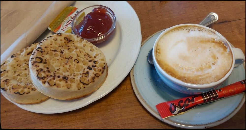 Coffee with English Crumpets