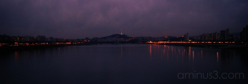 Han river, who cross seoul city !