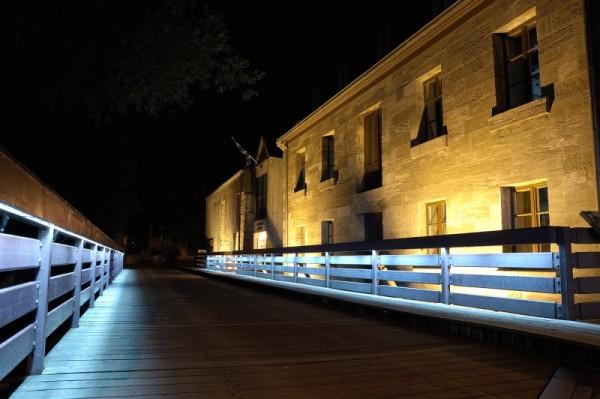 Ile des moulins. Library's bridge