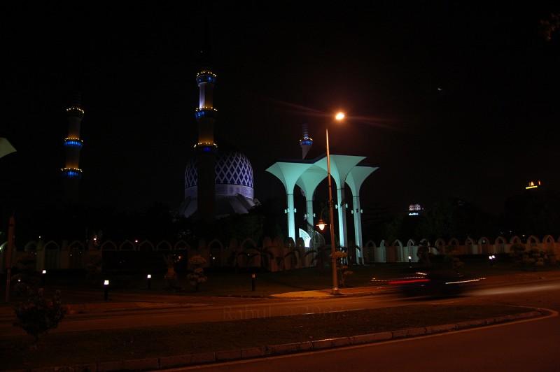 Shah Alam Mosque under street light.