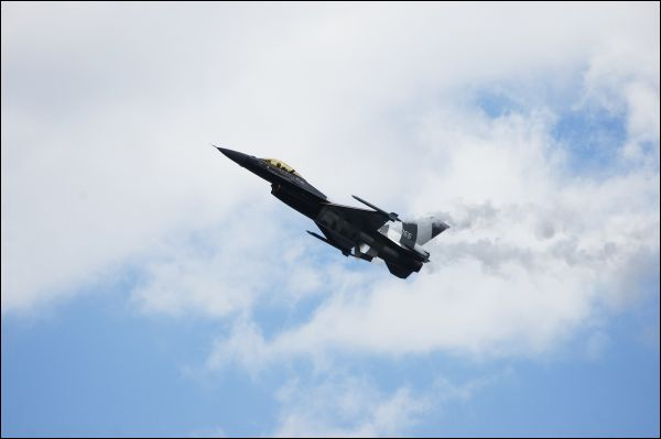 F16 Fighting Falcon Airshow Performance
