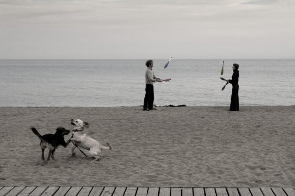 JUGGLING ON BARCELONA BEACH