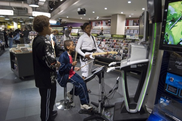 PEOPLE TRYING OUT THE XBOX 360 IN HMV