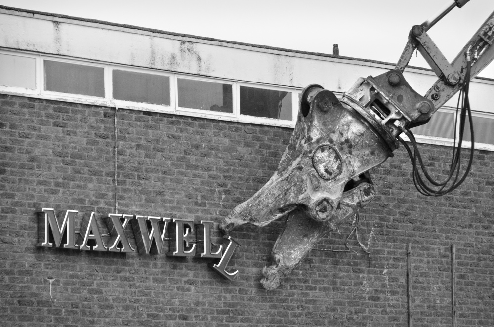 BYE-BYE MAXWELL