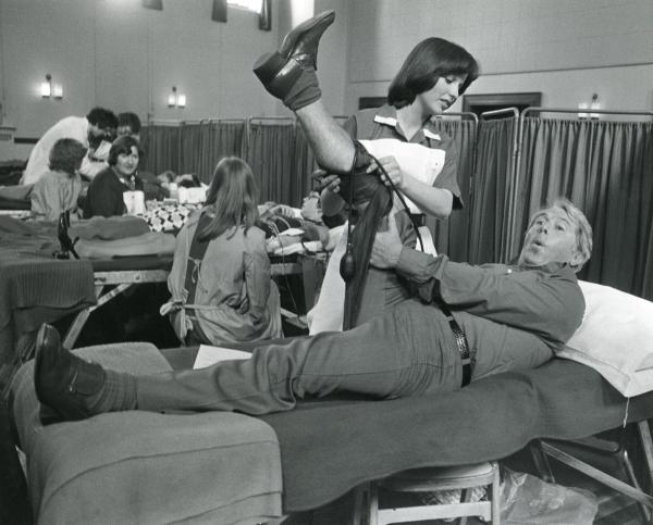 ERNIE WISE GIVING BLOOD, MAIDENHEAD, JUNE 1977